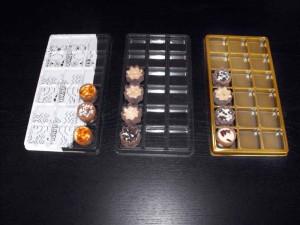 Chese aurii pentru 18 praline  Chese aurii 18 praline chese universale cu 18 alveole pentru bomboane 1471 3 300x225