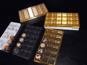 Chese aurii pentru praline  Chese aurii 18 praline chese universale cu 18 alveole pentru bomboane 1471 5 300x225